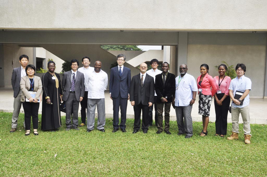Picture of Ambassador Sadanobu Kusaoke (center) flanked by DG Nteranya Sanginga and others